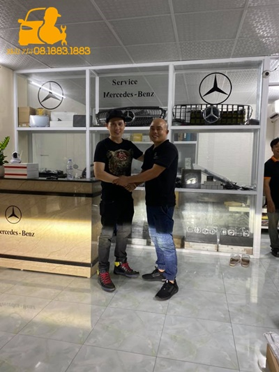 Cửa hít Mercedes Benz cầu Phú Mỹ