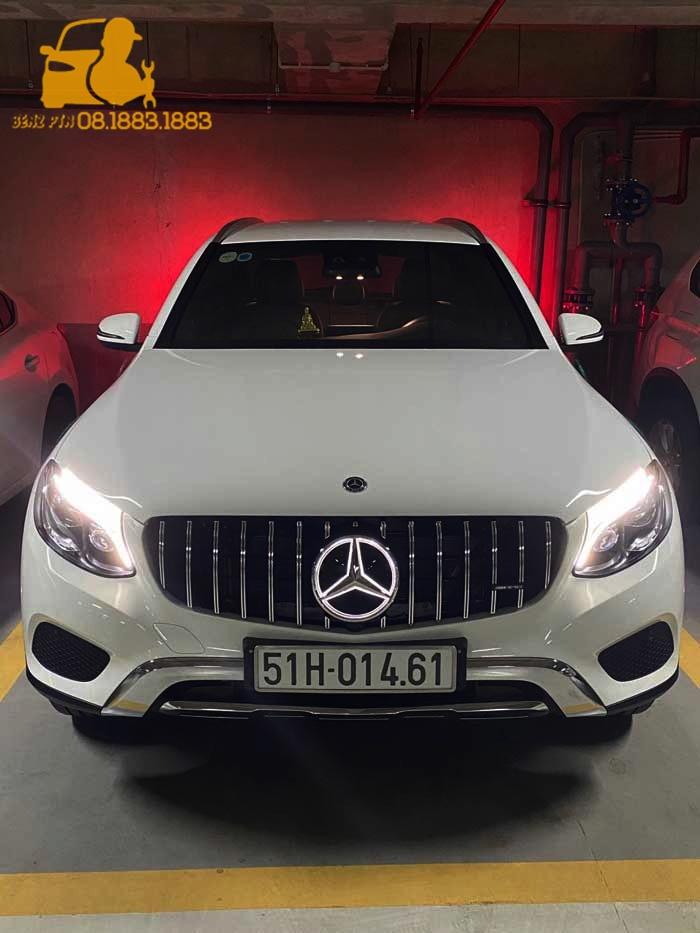 Lắp đặt đèn gương digital cho xe Mercedes