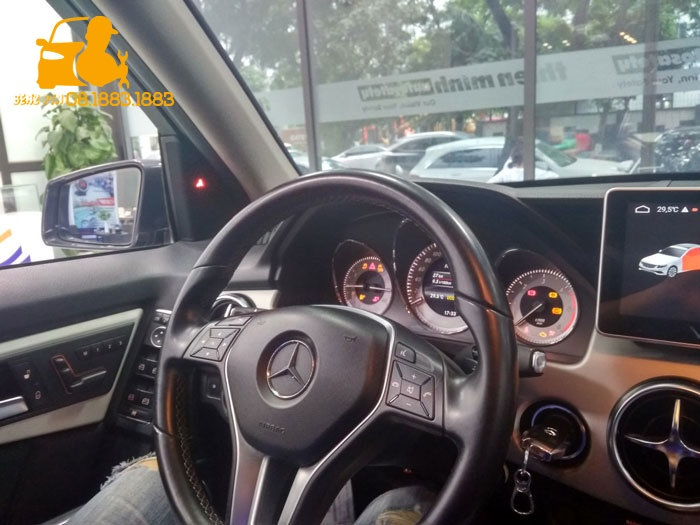Lắp đặt vô lăng AMG cho xe hơi