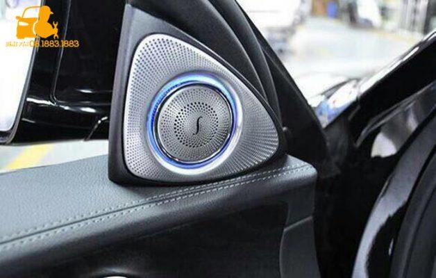 Ốp loa có đèn xe Mercedes