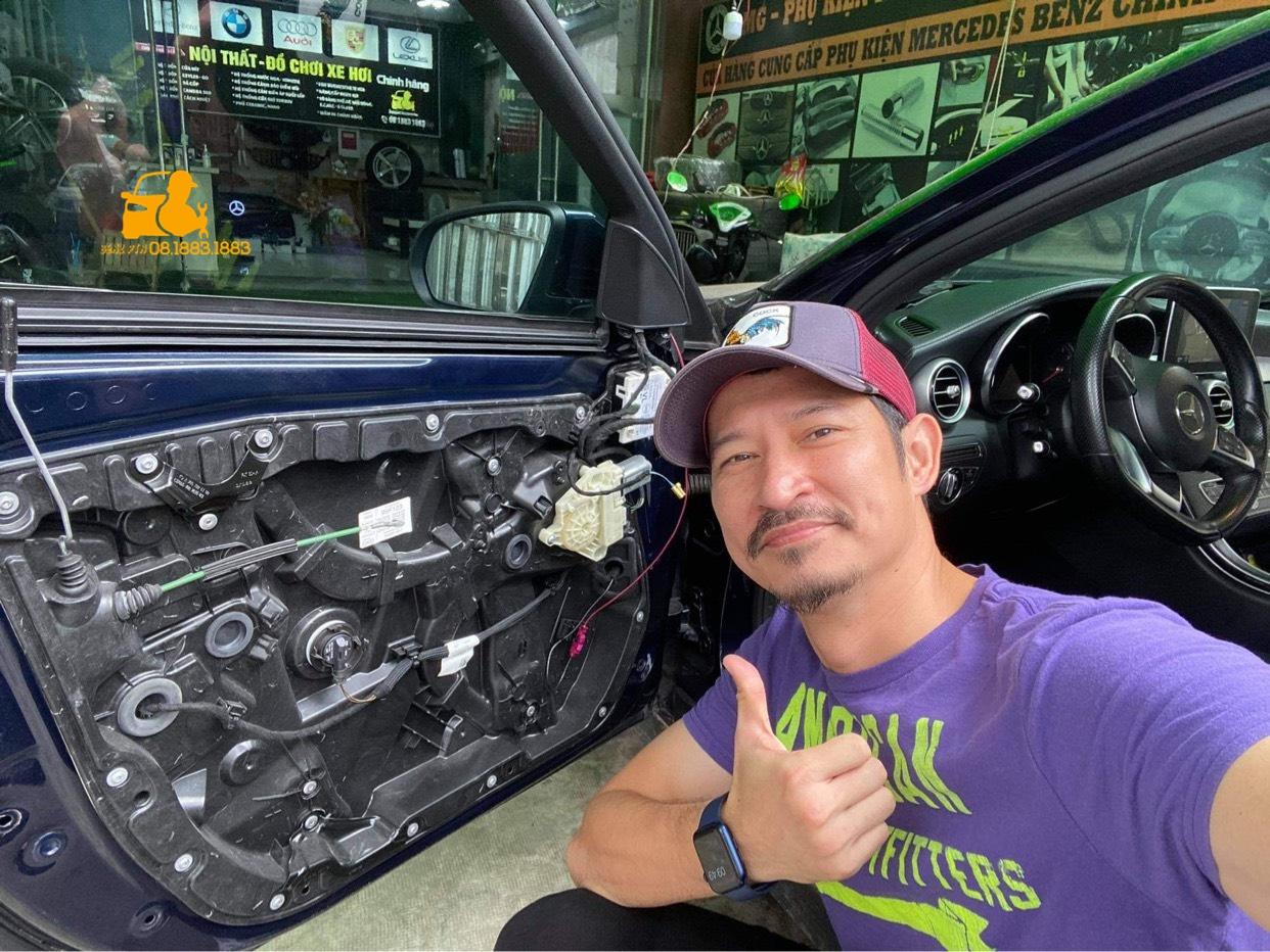 Với tổng chi phí 30 triệu - Huy Khánh đã thay màu áo mới hoàn toàn cho chiếc xe của mình